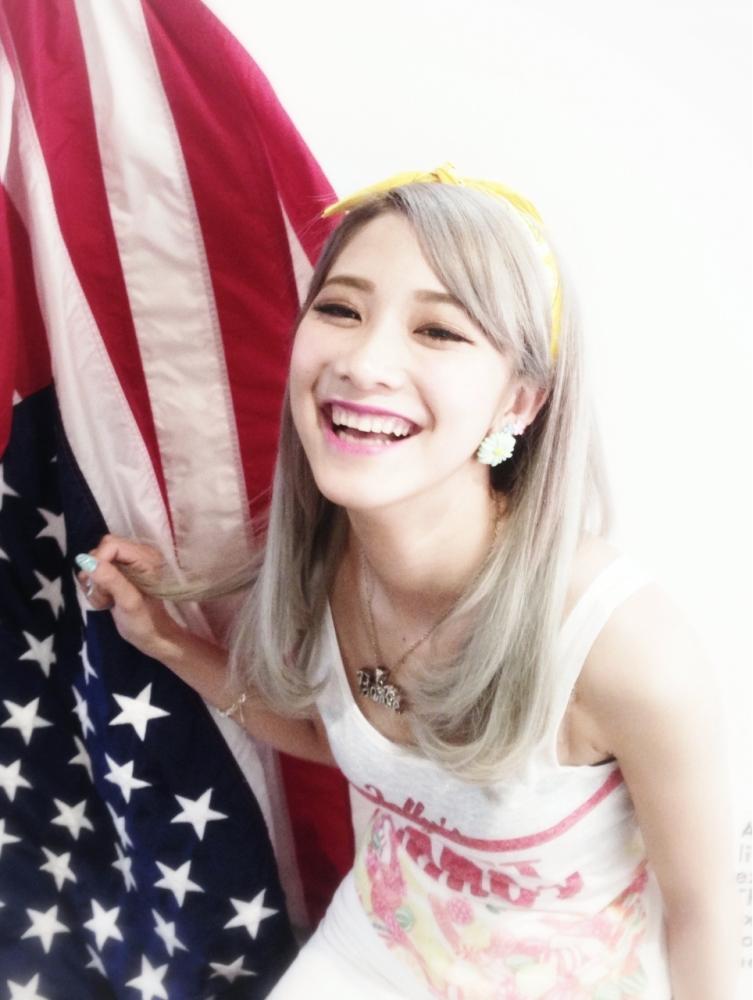 LA girl風 パール ホワイトアッシュベージュ☆